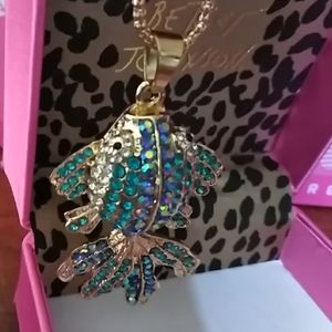 🆕Betsey Johnson dazzling fish necklace🐠
